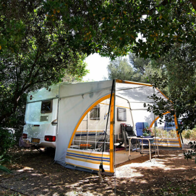 https://www.bonporteau.fr/base/uploads/2021/03/bonporteau-emplacement-camping-car-caravan-2.jpg