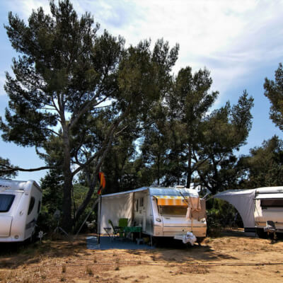 https://www.bonporteau.fr/base/uploads/2021/03/bonporteau-emplacement-camping-car-caravan-3.jpg